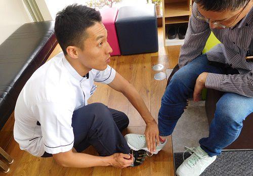 ひも靴の履き方