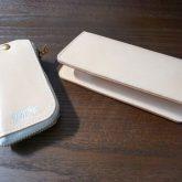 財布とキーホルダー