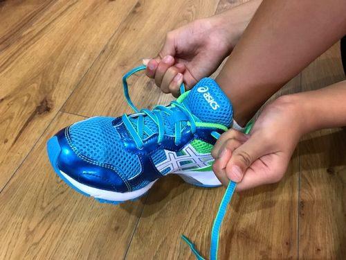 紐靴の絞め方