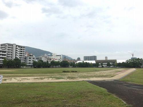 松山陸上競技場