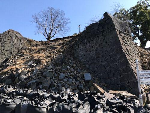 石垣の崩れ